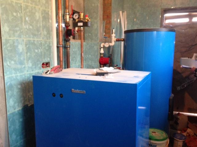 Основная система отопления на основе напольного газового котла Будерус